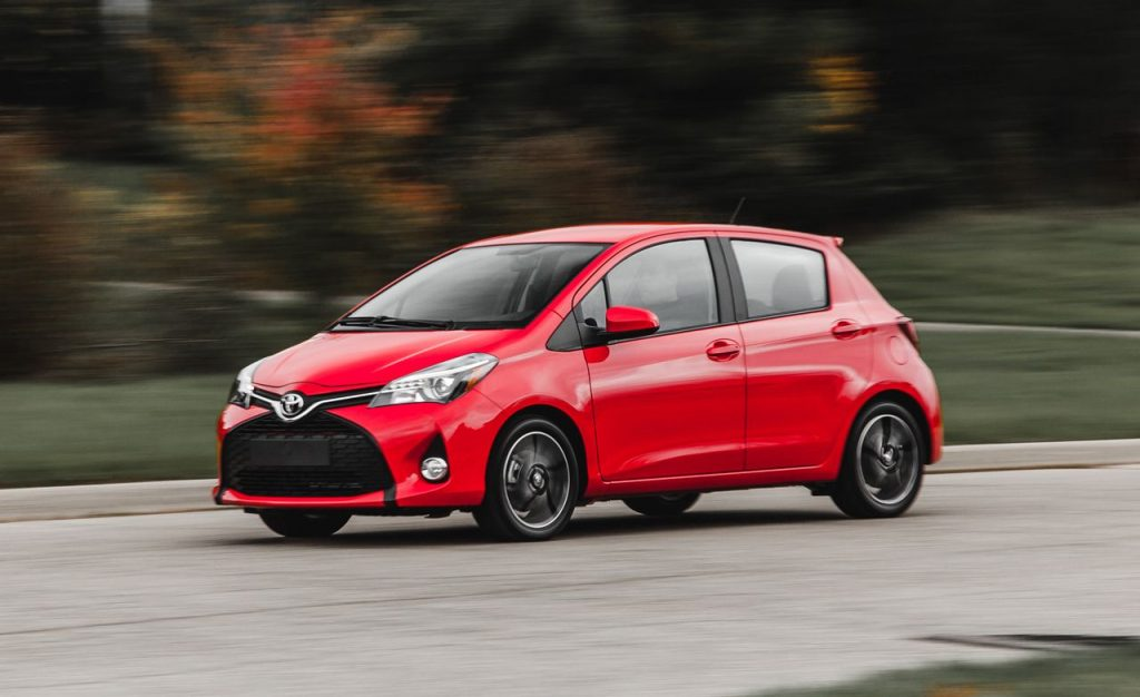 toyota-yaris-automatic-deus-rent-a-car-beograd